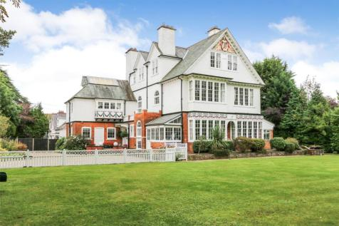 Ferriby Road, Hessle, East Yorkshire, HU13. 9 bedroom detached house for sale