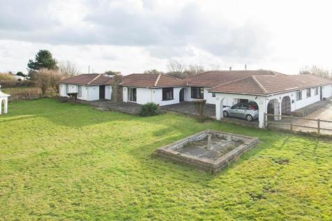 New Dover Road, Capel-Le-Ferne, CT18. 5 bedroom detached house