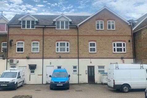 Turners Hill, Cheshunt, Waltham Cross. 1 bedroom flat