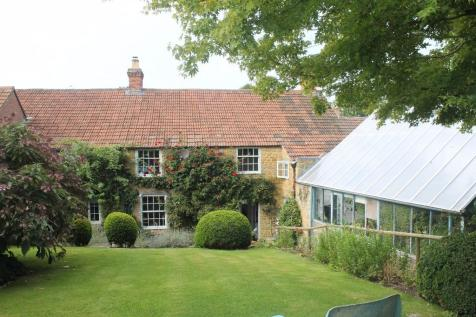South Street, Castle Cary, Somerset, BA7. 4 bedroom town house