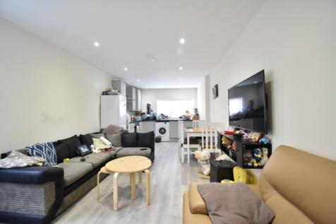 Stanley Road, London, N9. 2 bedroom ground floor flat