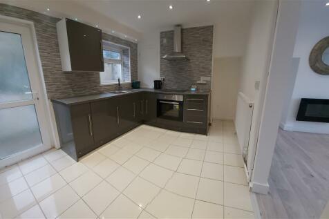 Heol Maes Y Gelynen, Morriston, SWANSEA. 2 bedroom semi-detached house