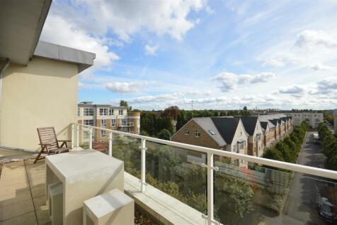 Melliss Avenue, Kew. 3 bedroom penthouse