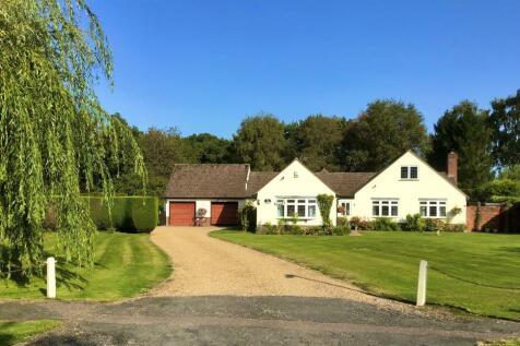 Oakway, Studham, Dunstable. 3 bedroom detached house for sale