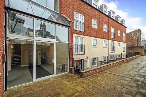 Southgate, Chichester, PO19. 1 bedroom flat