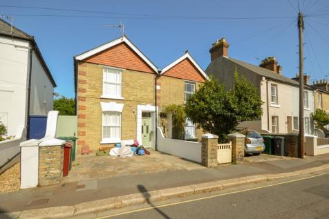 Caledonian Road, Chichester, PO19. 3 bedroom semi-detached house