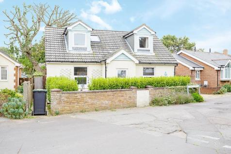 49 Salterns Lane, Hayling Island. 4 bedroom detached bungalow
