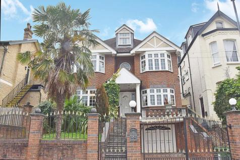 Duncombe Hill, London. 6 bedroom detached house