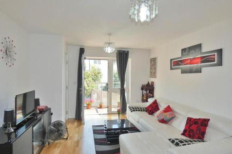7 Arla Place, Ruislip. 2 bedroom apartment