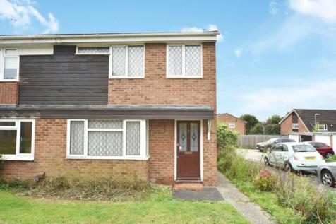 Invergordon Close, Calcot, Reading. 3 bedroom semi-detached house