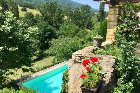 Ste-Colombe-sur-l`Hers, Aude, Languedoc-Roussillon. 5 bedroom country house
