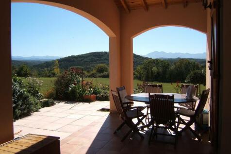 Mirepoix, Ariège, Midi-Pyrénées. 4 bedroom detached villa