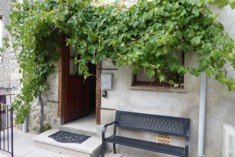 Chalabre, Aude, Languedoc-Roussillon. 2 bedroom village house