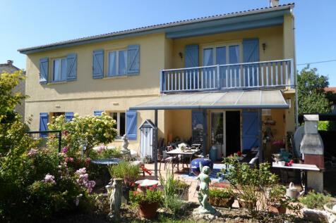 Mirepoix, Ariège, Midi-Pyrénées. 5 bedroom detached house
