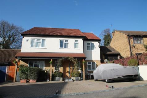 ELY PLACE, WOODFORD GREEN IG8 8AG. 6 bedroom detached house