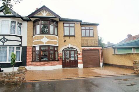 Monkswood Gardens,Clayhall,Essex,IG5 0DG. 4 bedroom semi-detached house for sale