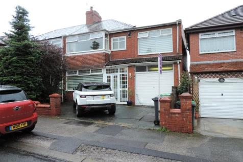 Birch Avenue, Chadderton. 4 bedroom semi-detached house