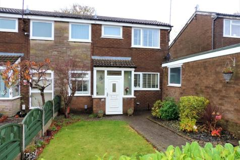48 Wakefield Drive, Chadderton, OL1 2PT. 3 bedroom semi-detached house for sale