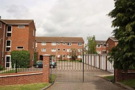 Fairlawns, Newmarket. 3 bedroom apartment
