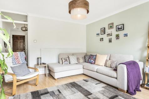 Palace Road London SW2. 3 bedroom flat