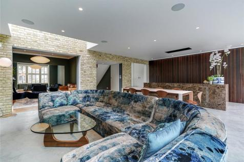 North Avenue, Ealing, London, W13. 5 bedroom detached house