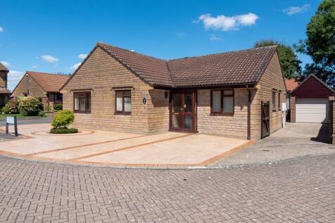 Lambourne Court, Crewkerne. 3 bedroom detached bungalow