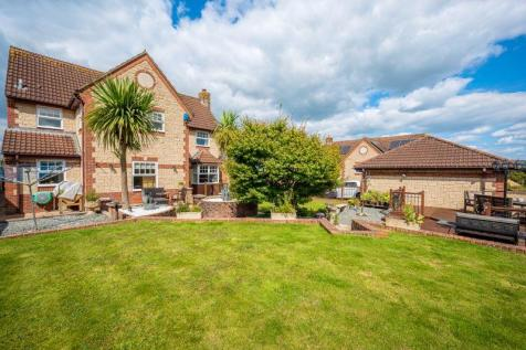 Caraway Close, Chard. 5 bedroom detached house