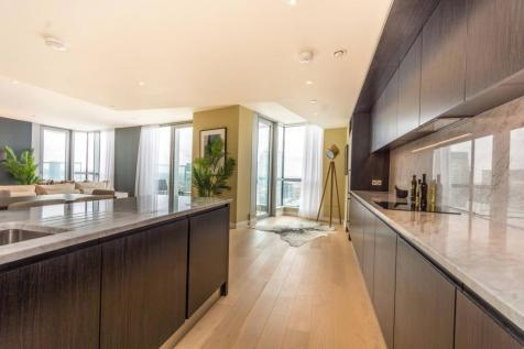 Charrington Tower, Docklands, London, E14. 2 bedroom flat for sale