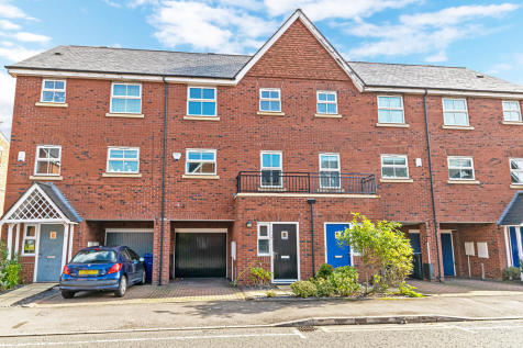 Pinders Farm Drive, Warrington. 3 bedroom town house for sale
