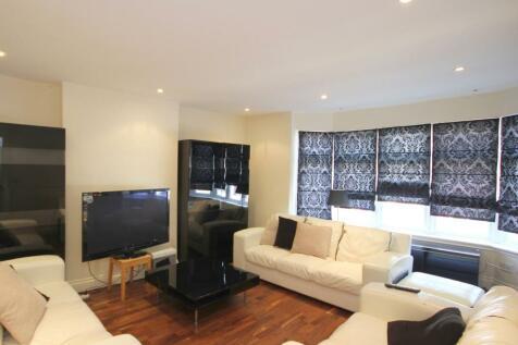 Victoria Street, St Albans, ST ALBANS, AL1. 3 bedroom flat