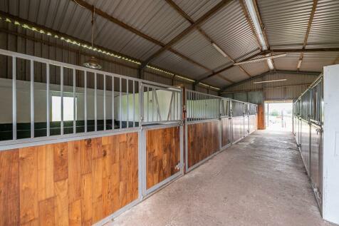 Tyr Ywen Farm, Llantilio Pertholey, Abergavenny, Monmouthshire. 4 bedroom equestrian facility
