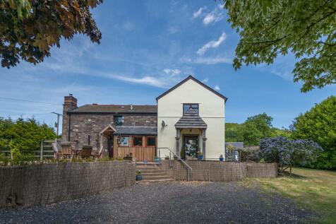 Tyr Ywen Farm, Llantilio Pertholey, Abergavenny, Monmouthshire. 4 bedroom equestrian facility for sale