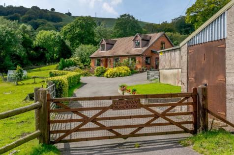 Mountain Road, Cwmbran, Torfaen, NP44. 3 bedroom smallholding