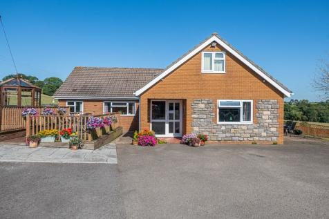 Croesyceiliog, Cwmbran. 4 bedroom detached bungalow for sale