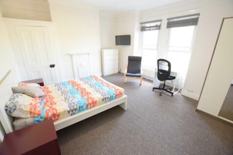 Rosebery Avenue - One Room for 20/21. 1 bedroom house share