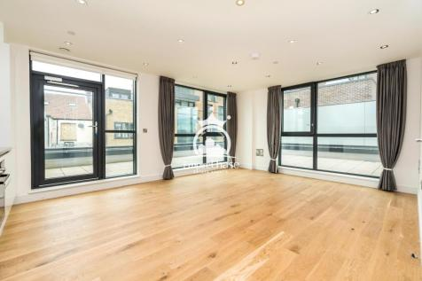 Station Grove, Wembley, Middlesex, HA0. 3 bedroom apartment