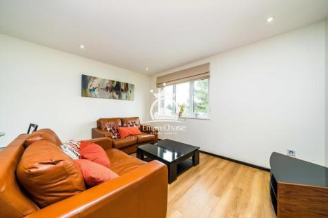 Talman Grove, Stanmore, Middlesex, HA7. 2 bedroom apartment
