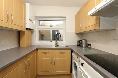 91 Albemarle Road, Beckenham. 1 bedroom flat
