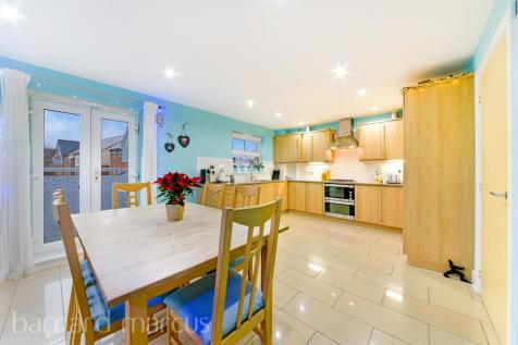 Foxboro Road, REDHILL. 4 bedroom end of terrace house for sale