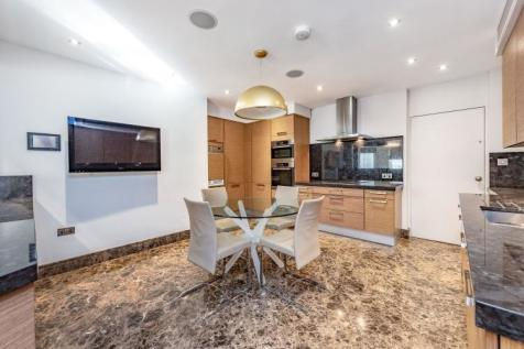Onslow Square South Kensington SW7. 3 bedroom apartment