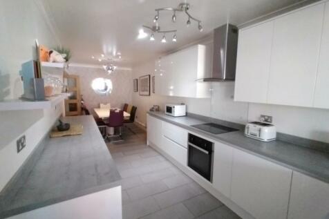 Queens Road, Beeston, NG9 2DB, the UK property