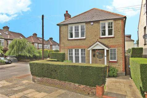 Constance Road, Enfield, Middlesex, EN1. 3 bedroom detached house