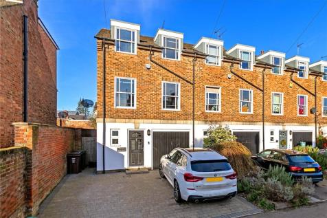 The Old Dairy Mews, Castle Road, St. Albans, Hertfordshire. 4 bedroom end of terrace house for sale