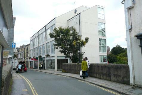Highshore House, Newbridge Street. 2 bedroom flat