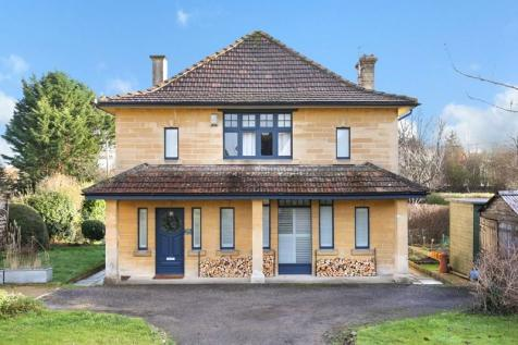 Bath Road, Frome, Somerset, BA11. 4 bedroom detached house