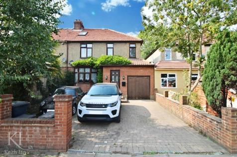 Great Cambridge Road, Cheshunt. 5 bedroom semi-detached house for sale