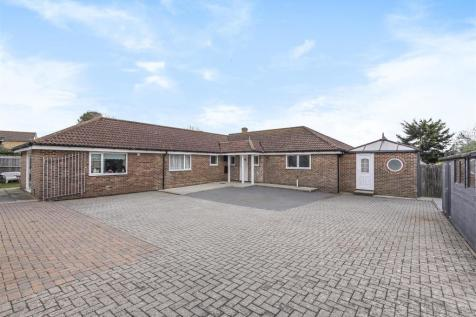 Willow Drive, Seaford. 4 bedroom detached bungalow for sale