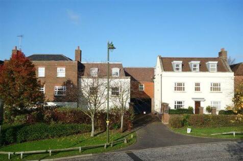 Mitre Court, Horsham. 2 bedroom flat