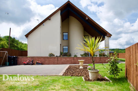 Mountain Road, Ebbw Vale. 3 bedroom detached house for sale