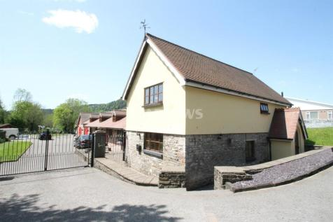 Alexandra Rd, Abercynon. 4 bedroom detached house